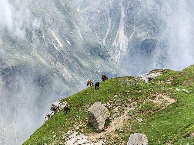 Rohtang Pass Tourist Place- Himachal Pradesh